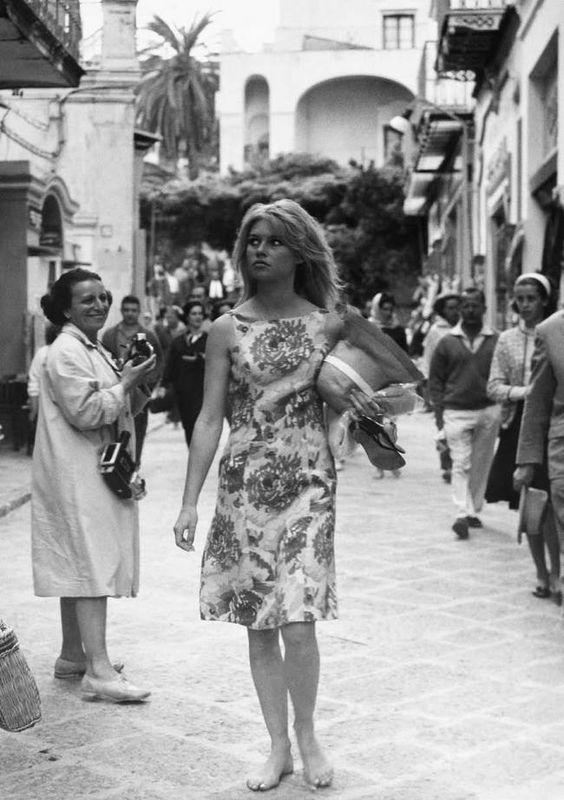 Brigitte Bardot, corso Vittorio Emanuele, Capri, 1963