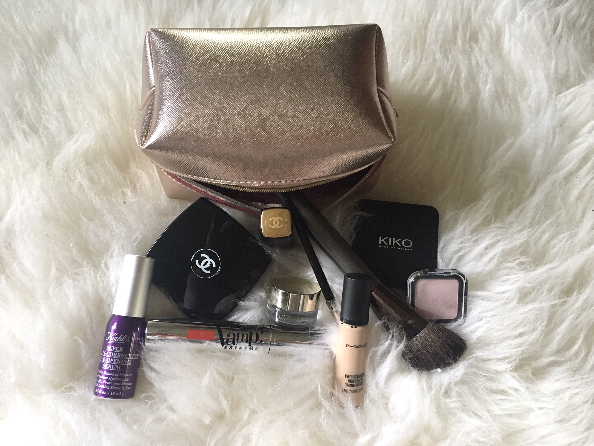 What's in your beauty bag? Vibes magazine Hungary