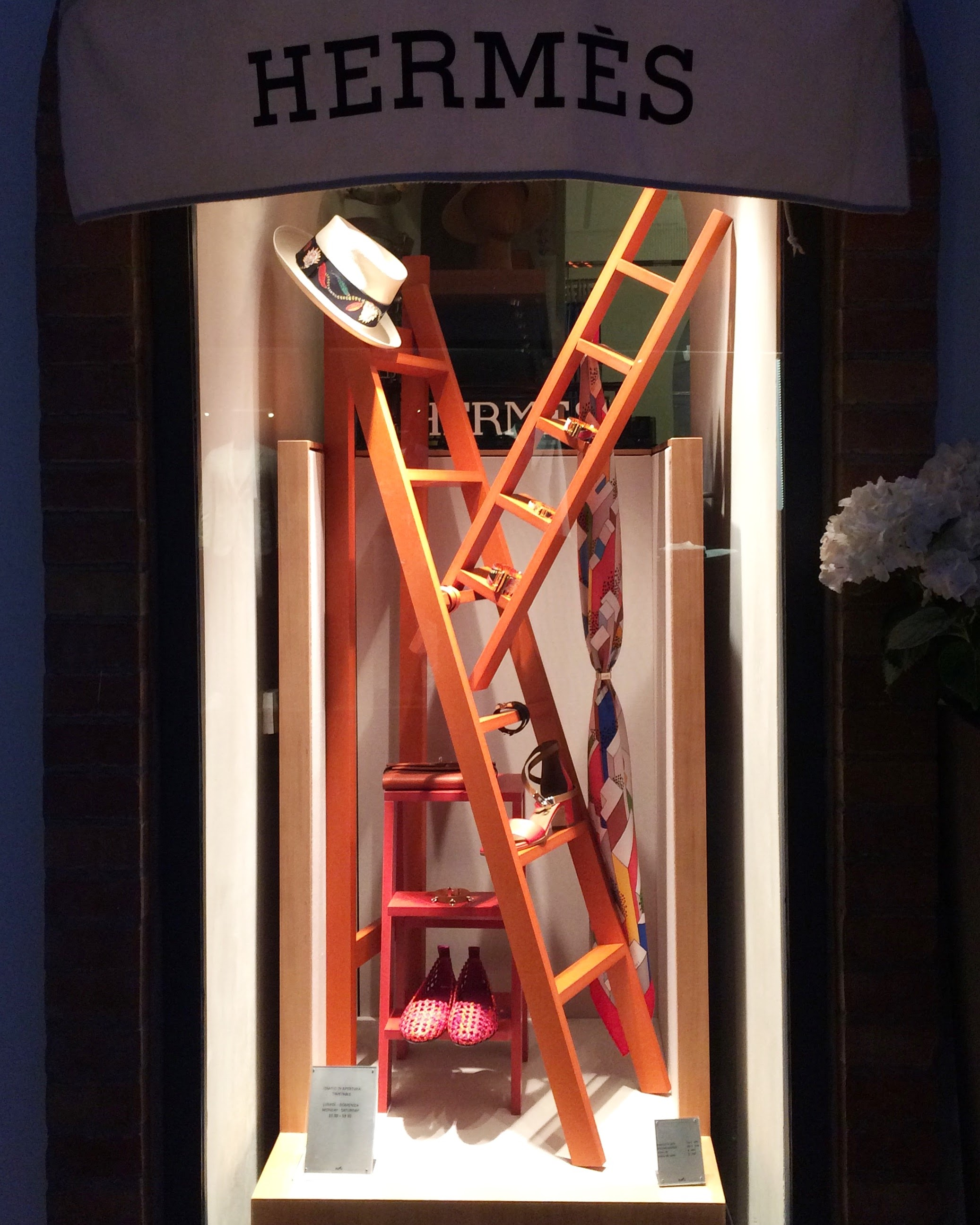 Hermés window shop, Capri - Photo: Vibes